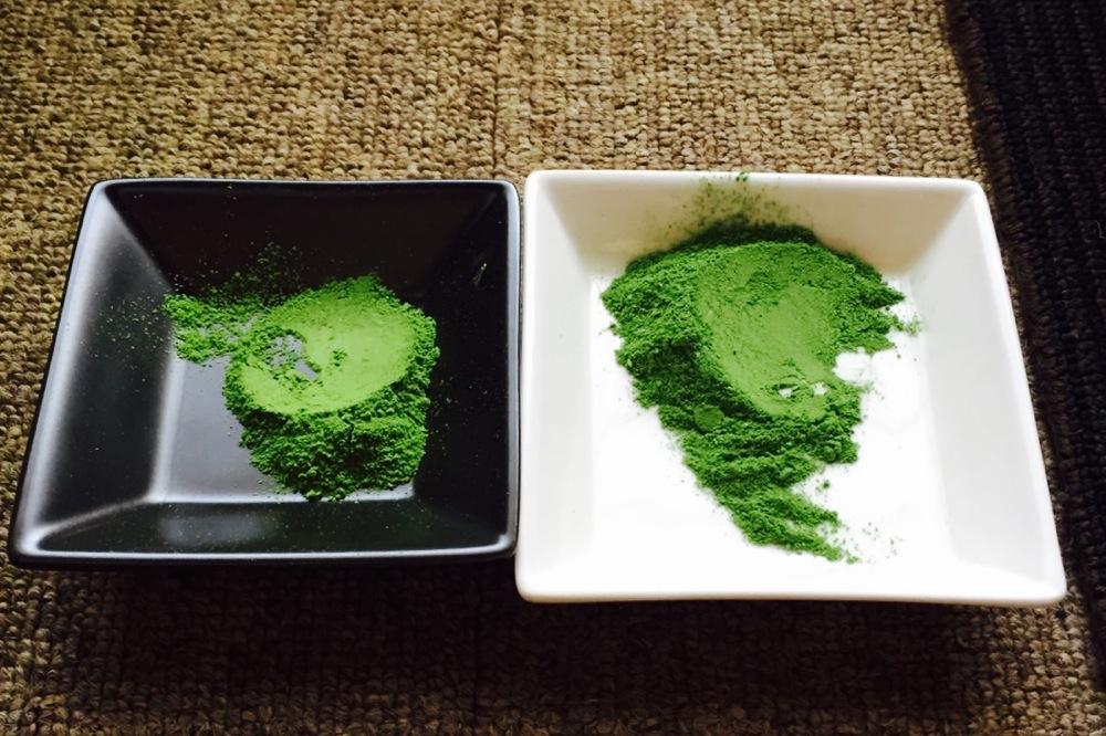 左:ベーシックの【悠山】、右:プレミアムの【華の峰】