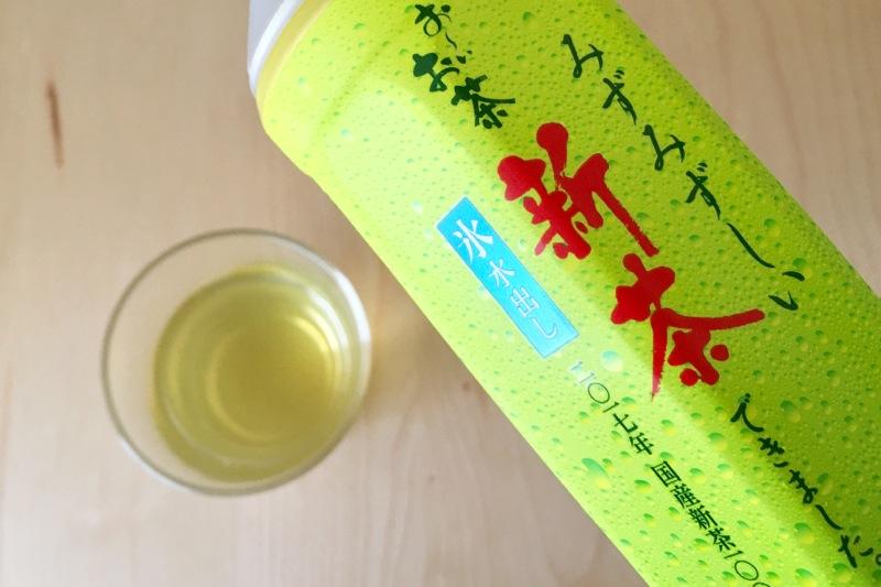 おーいお茶 新茶のボトルと水色