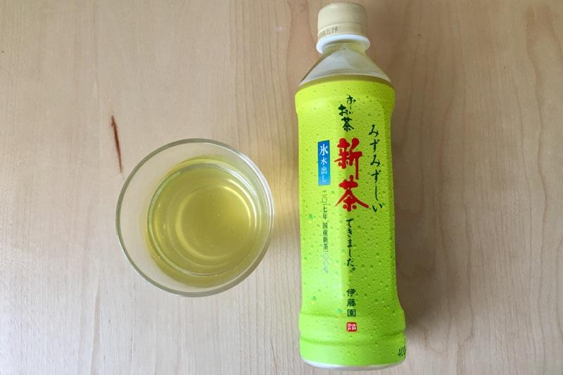 おーいお茶 新茶 2017年の黄金糸の水色