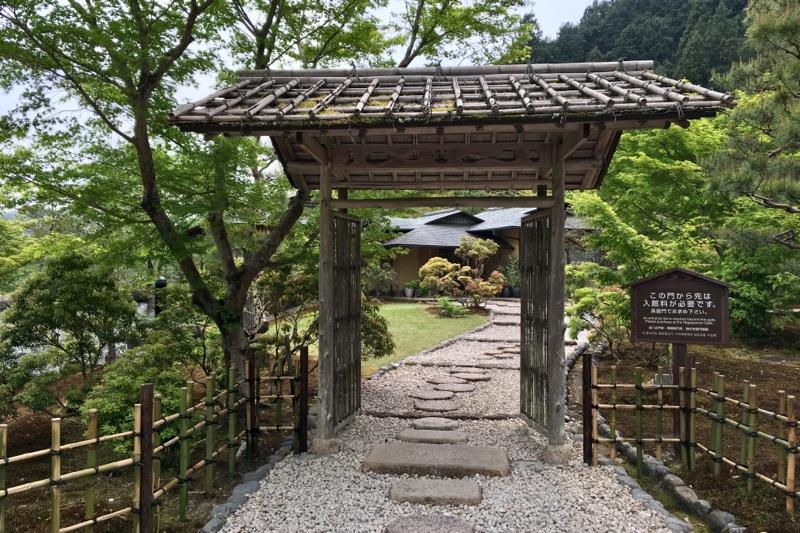 瓢月亭の門